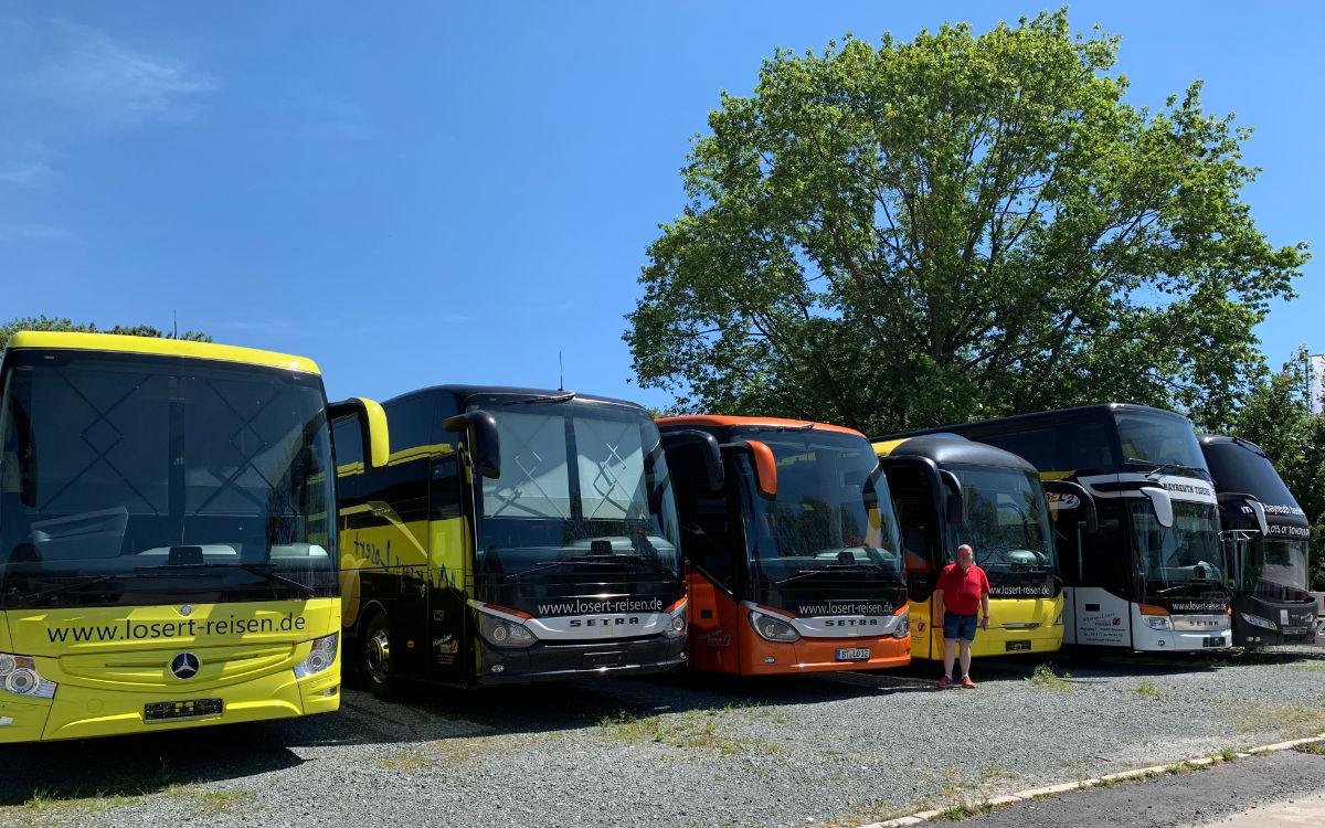 Die Reisebusse von Busunternehmer Marcus Losert. Foto: Katharina Adler