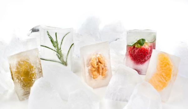 Wenn gerade kein frisches Gemüse oder Obst greifbar ist, können eisgekühlte Früchte eine gute Alternative sein. Foto: djd/snack-5.eu/Universal Images Group/AGF