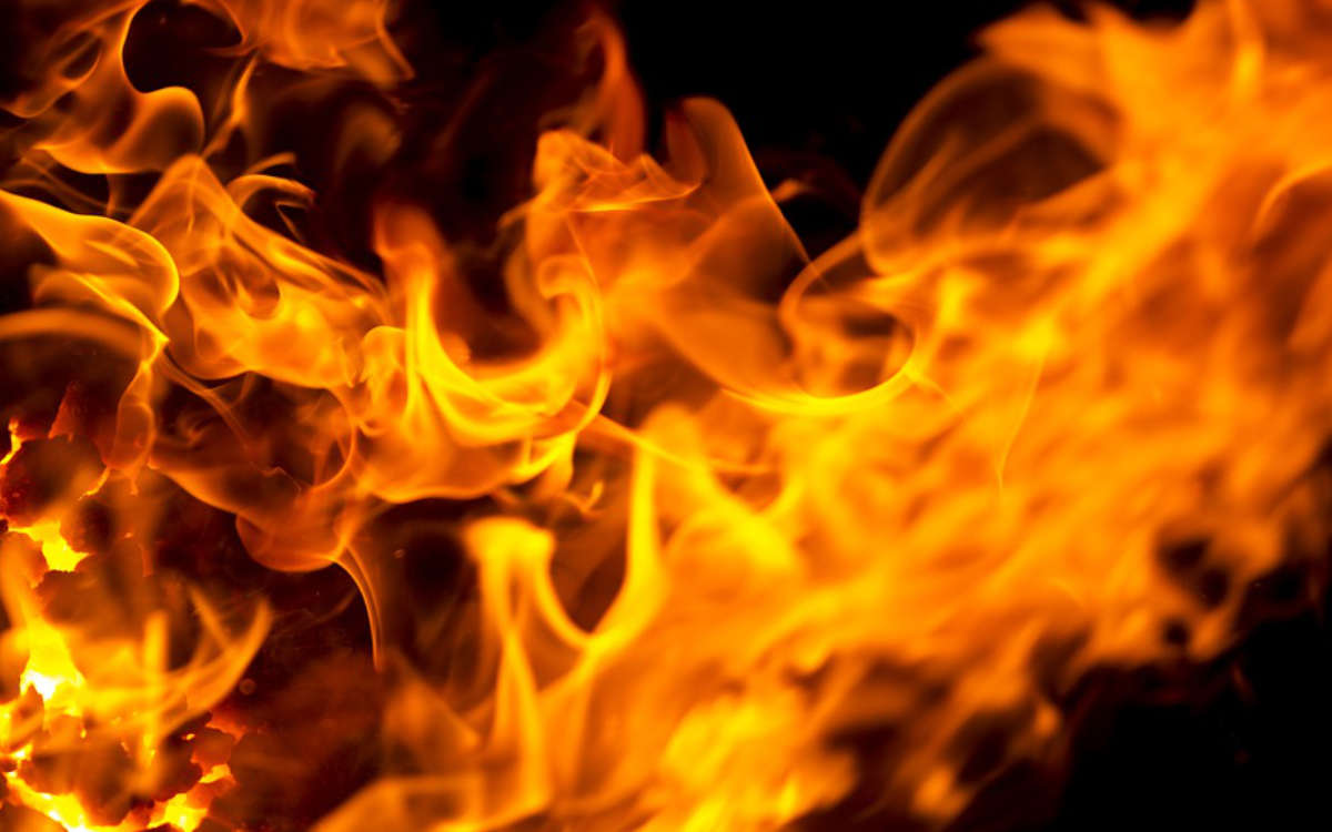 Fabrikhalle in Oberfranken in Flammen: 240 Kräfte im Einsatz. Symbolbild: pixabay