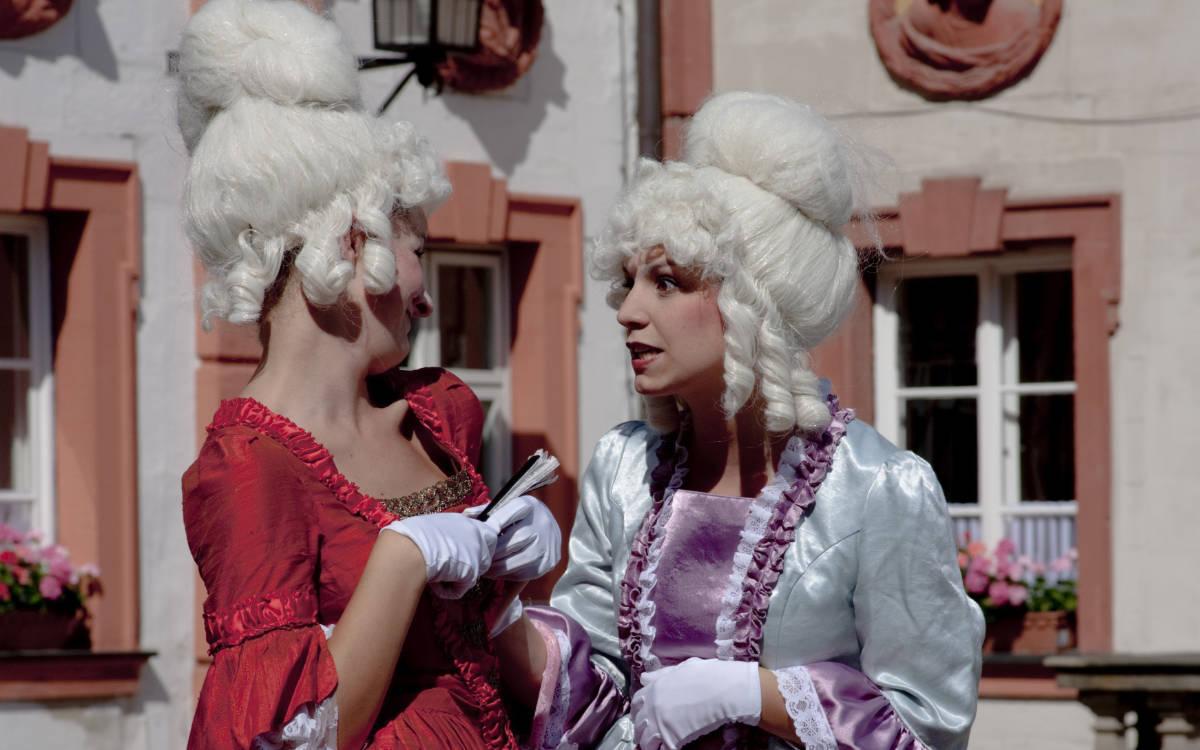 Der Brandenburger Kulturstadl weicht ins Heckentheater in die Bayreuther Wilhelminenaue aus. Gespielt wird Skandale und Randale. Foto: Brandenburger Kulturstadl