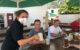 Die Stammgäste genießen wieder ihr Bier im Bräuwerck. Foto: Ricarda Schoop