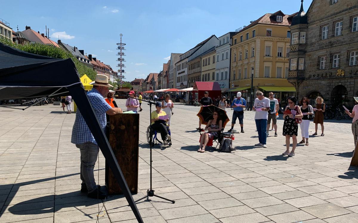 Initiator Harald Steger hat die Demonstration in Bayreuth organisiert. Foto: Katharina Adler
