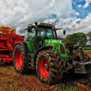Ein 87-jähriger Landwirt wurde in Oberfranken unter seinem Traktor begraben und starb. Symbolfoto: pixabay