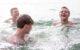 Am Fichtelsee im Kreis Bayreuth soll es deutlich mehr Badegäste wegen der Corona-Krise gegeben haben. Symbolfoto: Dimitri Bong/unsplash
