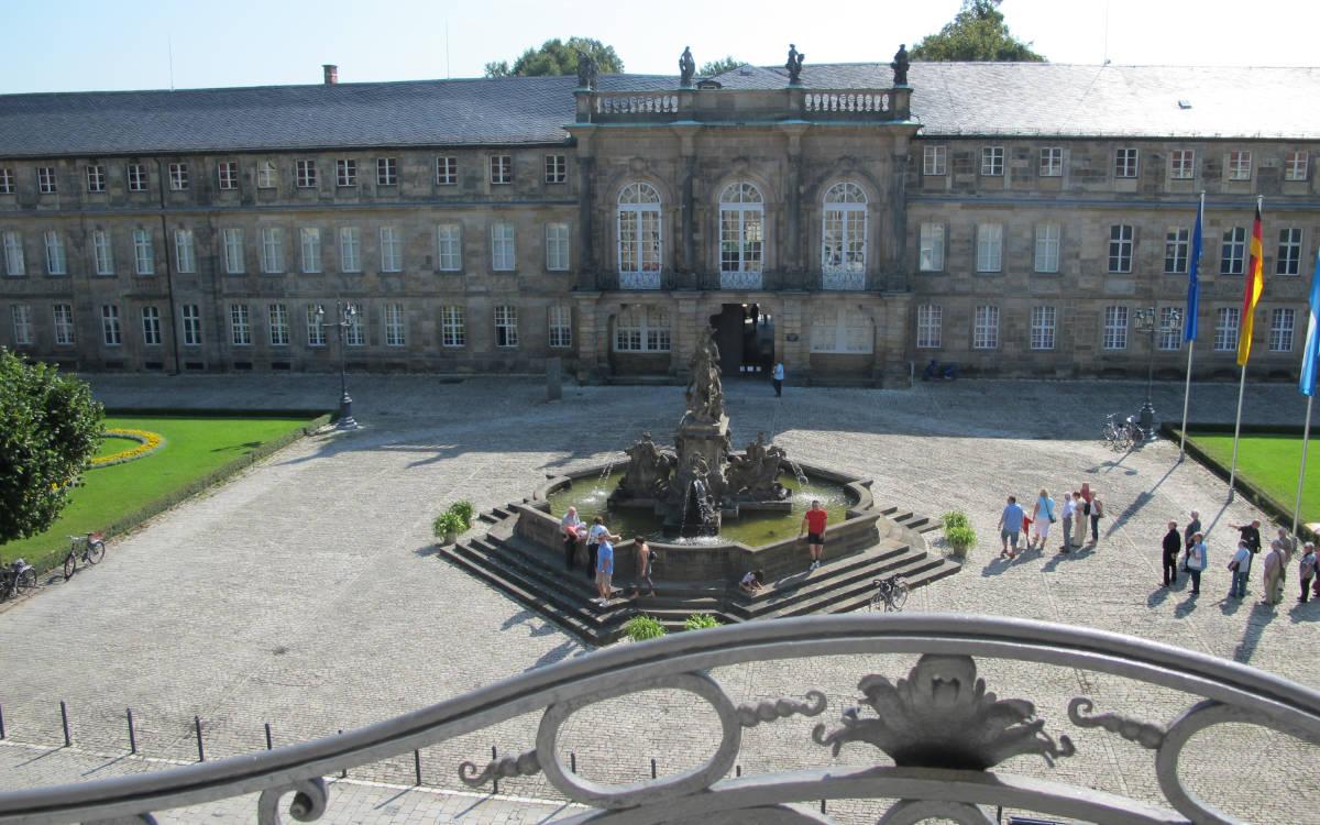 Blick auf das Neue Schloss und den Markgrafenbrunnen. Foto: Stephan Müller