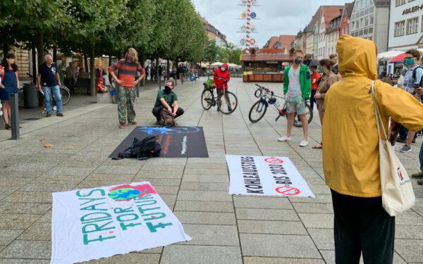 """Die Aktivisten von Fridays For Future haben in Bayreuth demonstriert. Diesmal unter dem Motto: """"Die Klimakrise hat keine Ferien."""" Foto: Katharina Adler"""
