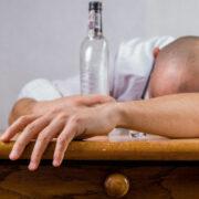Betrunkener Oberfranke torkelt auf Fahrbahn und verursacht Unfall mit Personenschaden. Foto: pixabay