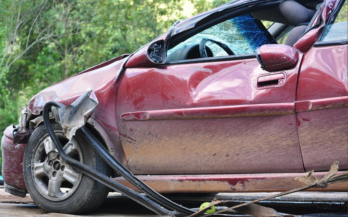 Auf der A9 bei Bayreuth kam es zu einem Autounfall. Eines der Autos erlitt einen Totalschaden. Symbolbild: pixabay