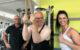 Das ZDF hat in einem Bayreuther Fitnessstudio gedreht. Vor der Kamera: Achim Winter (mitte), Susi Geis (rechts) und Fitnessstudio-Inhaber Uwe Hickel (links). Foto: Frederik Eichstädt
