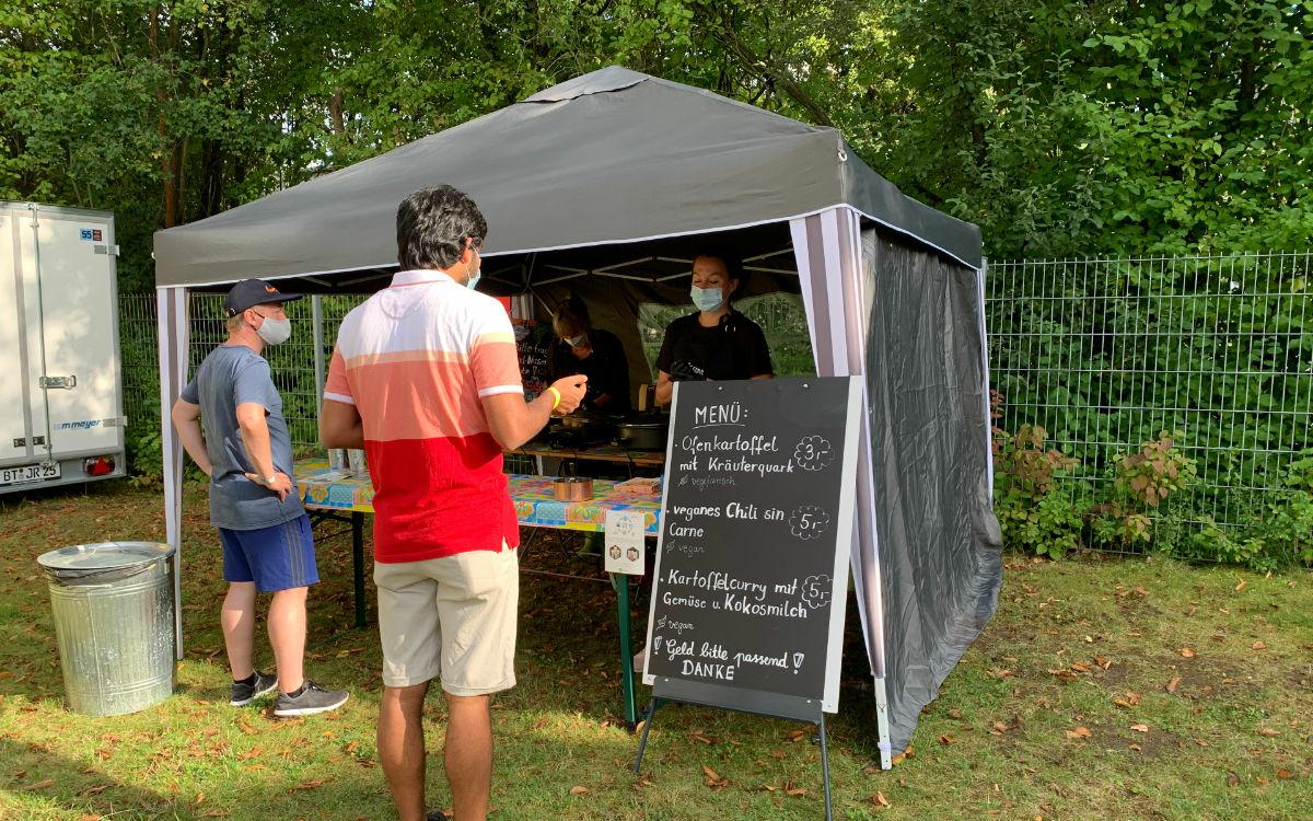 Hier gibt's was zu Essen beim Kraut & Rüben Festival. Foto: Katharina Adler