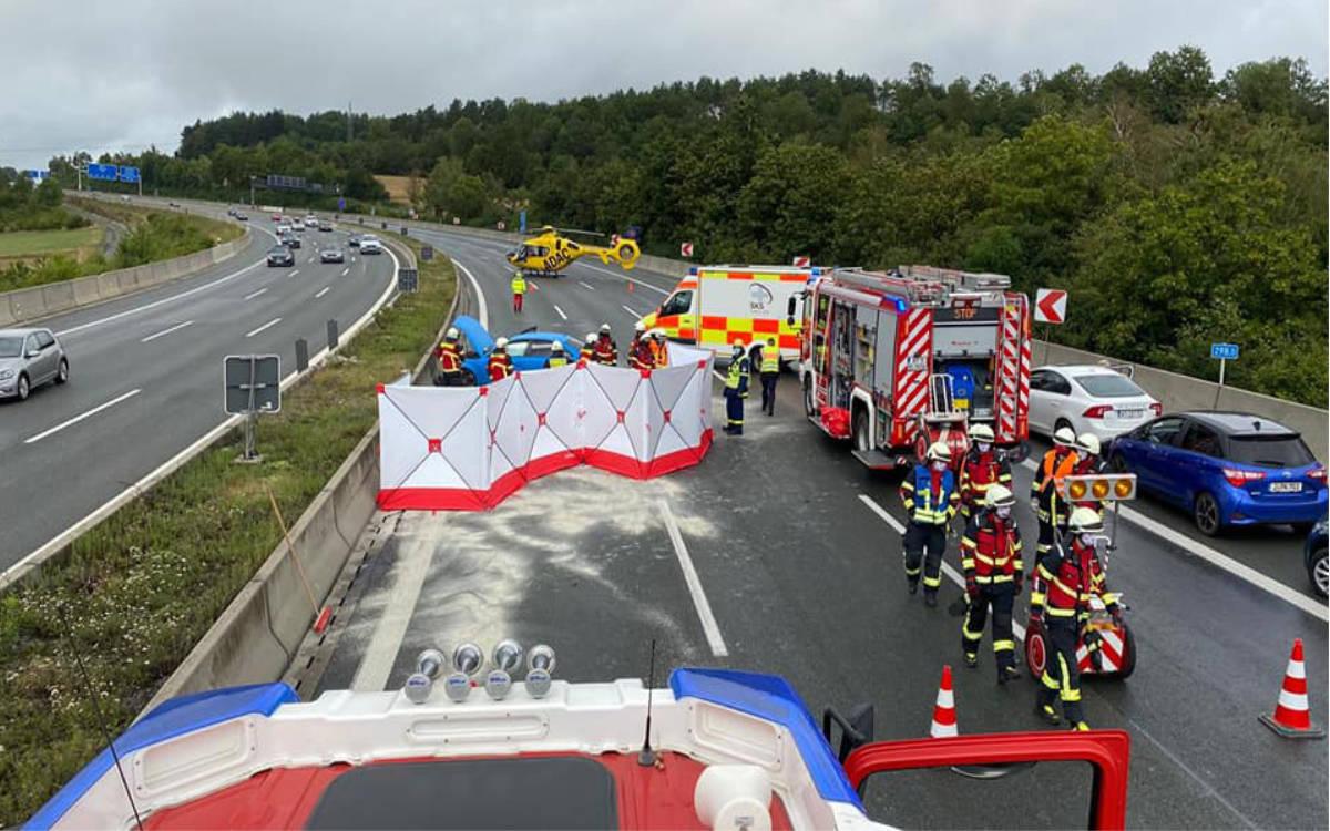 Heftiger Unfall auf der A9 bei Bindlach. Ein Rettungshubschrauber musste landen. Foto: Feuerwehr Bindlach