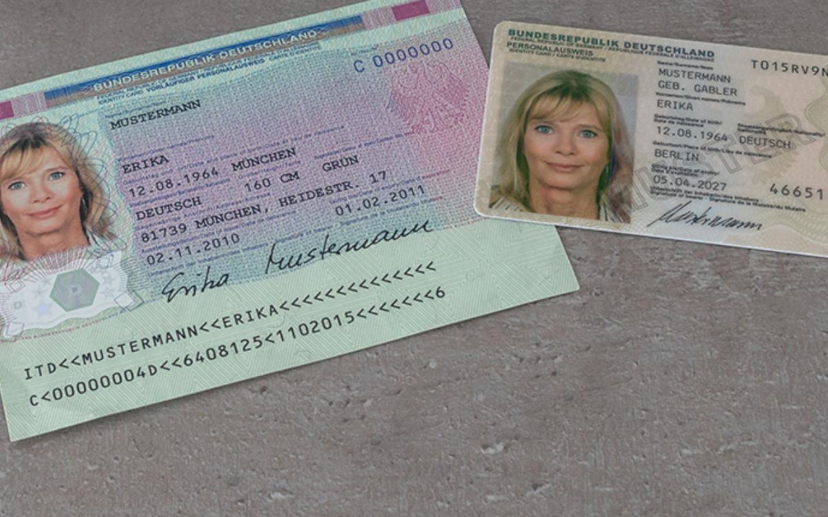 Der neue und der alte Personalausweis. Foto: BMI