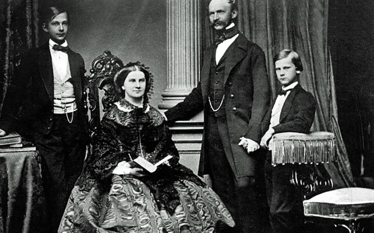König Max II. mit Marie und Prinzen 1860. Foto: Joseph Albert