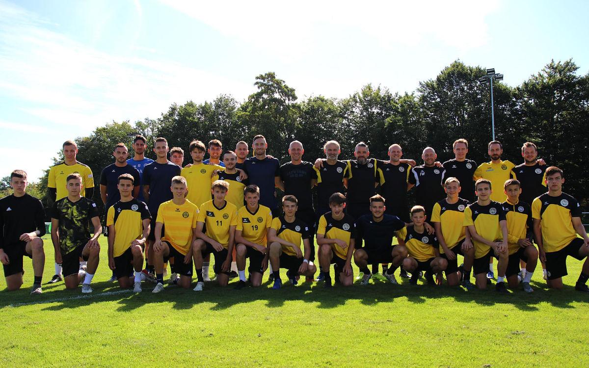 Insgesamt waren über 20 Spieler der SpVgg Bayreuth im ersten Training dabei. Foto: SpVgg Bayreuth