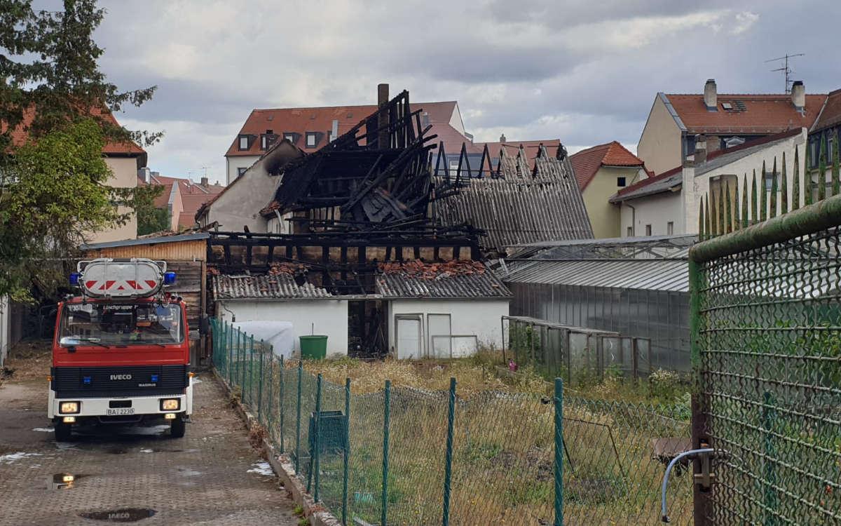 In Bamberg kam es am Mittwochmorgen (26.8.2020) zu einem Großbrand. Foto: Emil Lerner