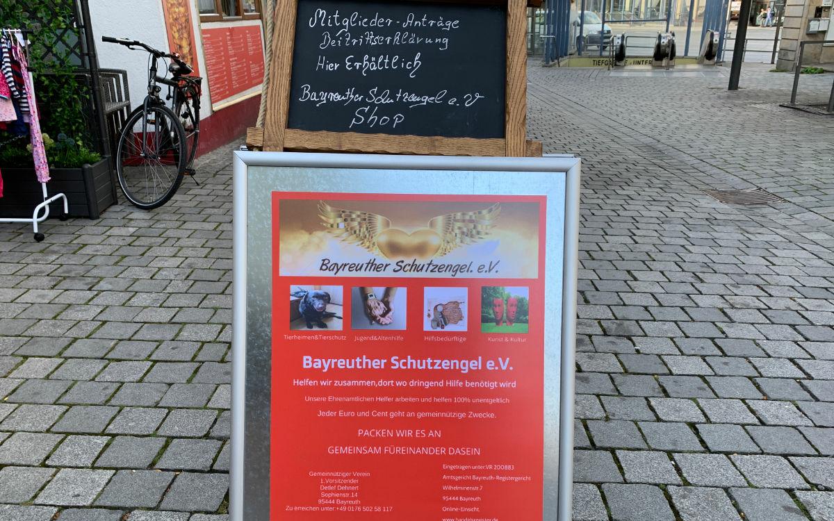 Das Geschäft von Schutzengel e.V. ist in der ehemaligen Metzgerei Löw in der Bayreuther Maxstraße. Foto: Katharina Adler