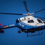 In Bamberg sind unbekannte Täter mit einem Auto in das Schaufenster eines Juweliers gefahren. Die Polizei fahndet nach den Tätern u.a. mit einem Hubschrauber. Symbolfoto: Pixabay