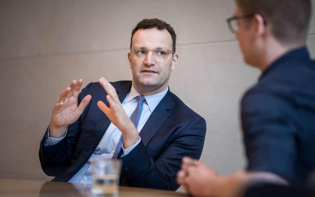 Bundesgesundheitsminister Jens Spahn erklärt, die neue Empfehlung der Stiko zu Impfung mit AstraZeneca. Symbolfoto: © BMG/Florian Gaertner (photothek.net)