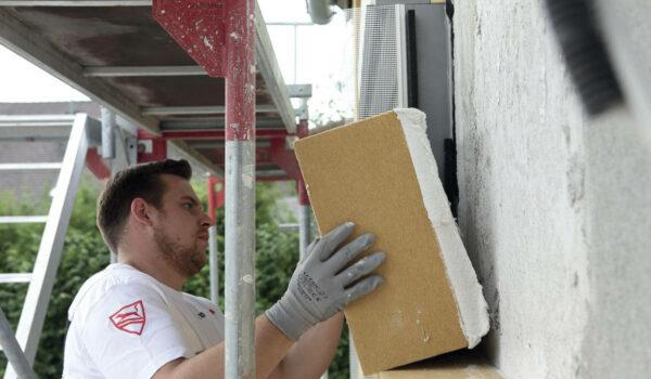Eine Fassaden-Dämmung aus Holzfaser hüllt das Haus schützend ein. Foto: Foto: vdnr/akz-o