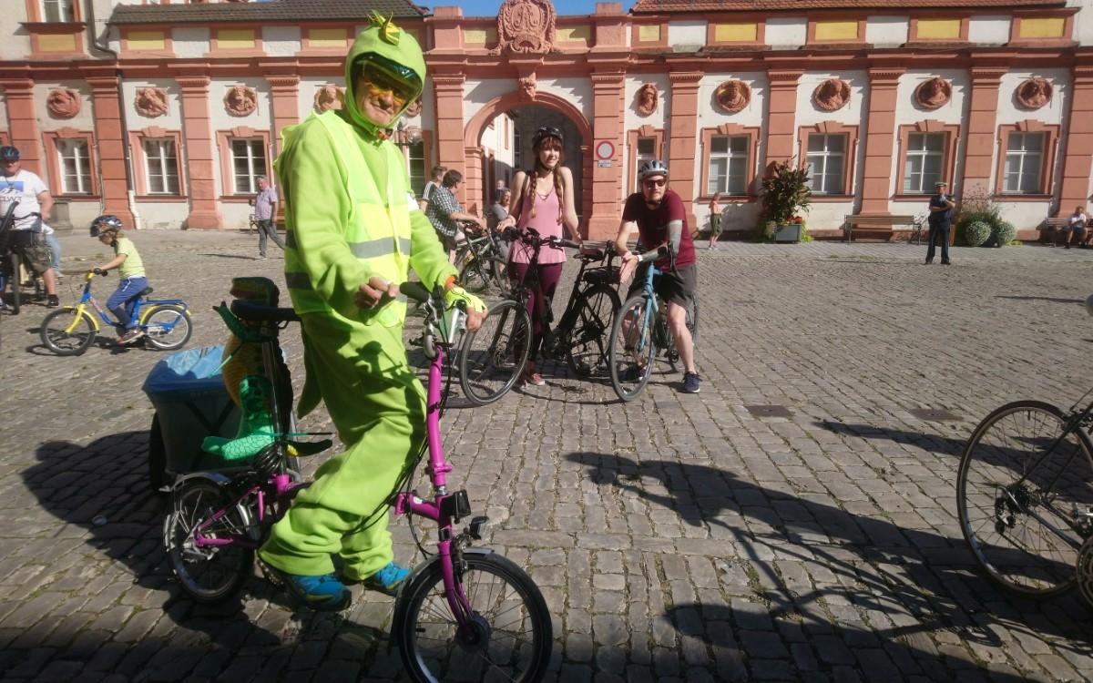 Rund 80 große und kleine Radfahrer haben am Sonntagnachmittag (20.9.2020) in Bayreuth für mehr Sicherheit für die Schwächsten im Straßenverkehr demonstriert. Foto: Raphael Weiß