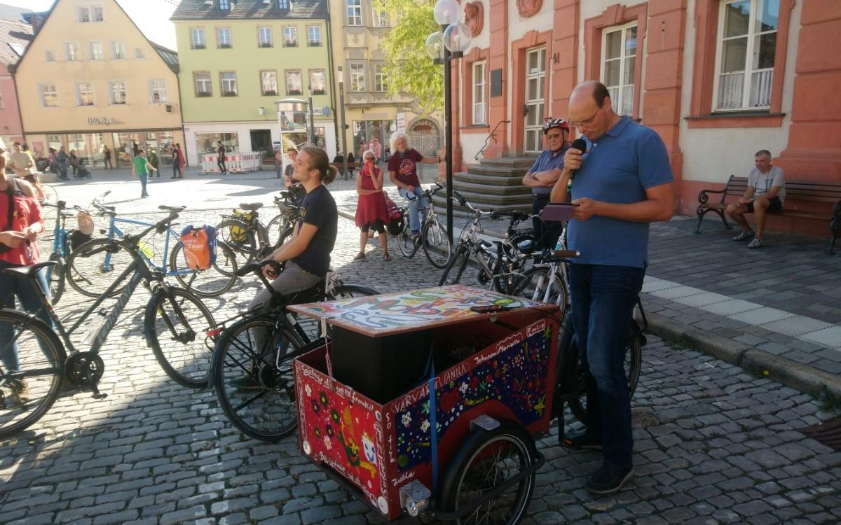 Am Sonntagnachmittag (20.9.2020) haben rund 80 große und kleine Radfahrer in Bayreuth für mehr Sicherheit im Straßenverkehr demonstriert. Foto: Raphael Weiß