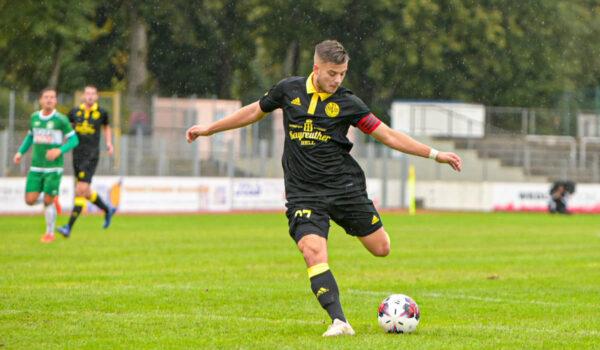 Jubiläumstrikot eingeweiht: SpVgg Bayreuth spielt daheim gegen VfB Eichstätt. Foto: Peter Glaser