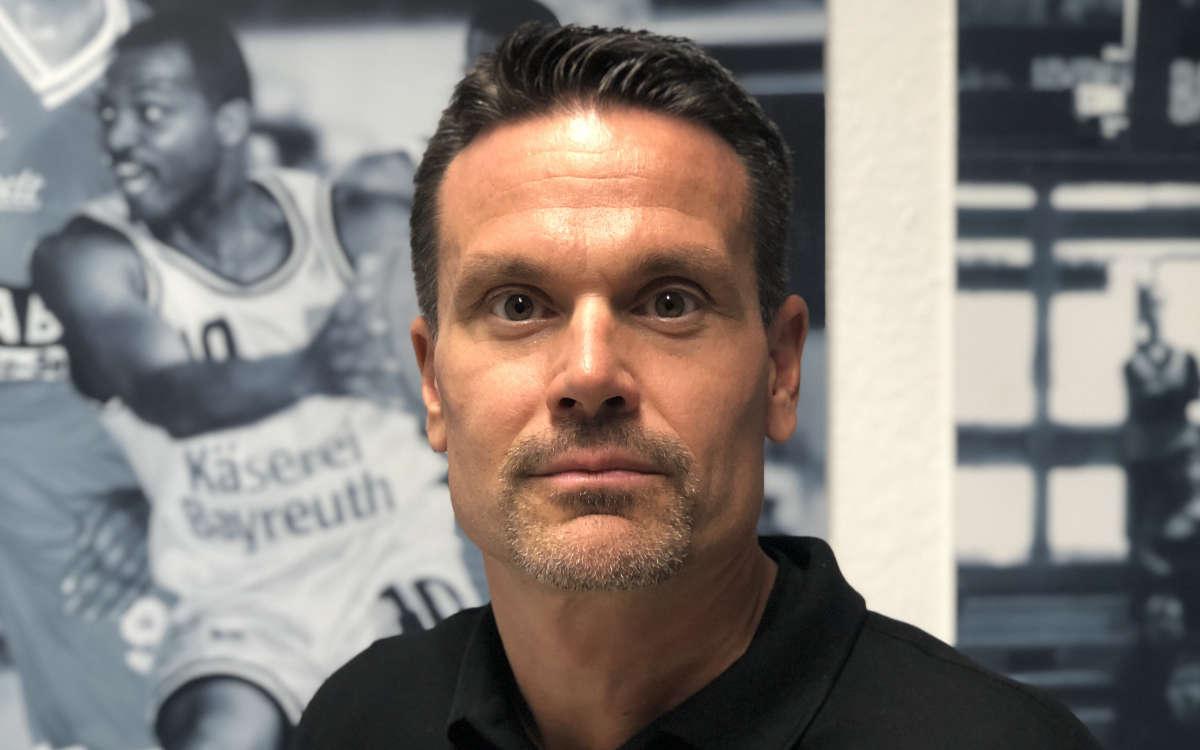 Raoul Korner ist Cheftrainer von medi bayreuth. Foto: Frederik Eichstädt