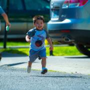 In Oberfranken haben zwei Kinder bei ihrem Spiel den Lack mehrerer Autos zerkratzt. Foto: Pexels