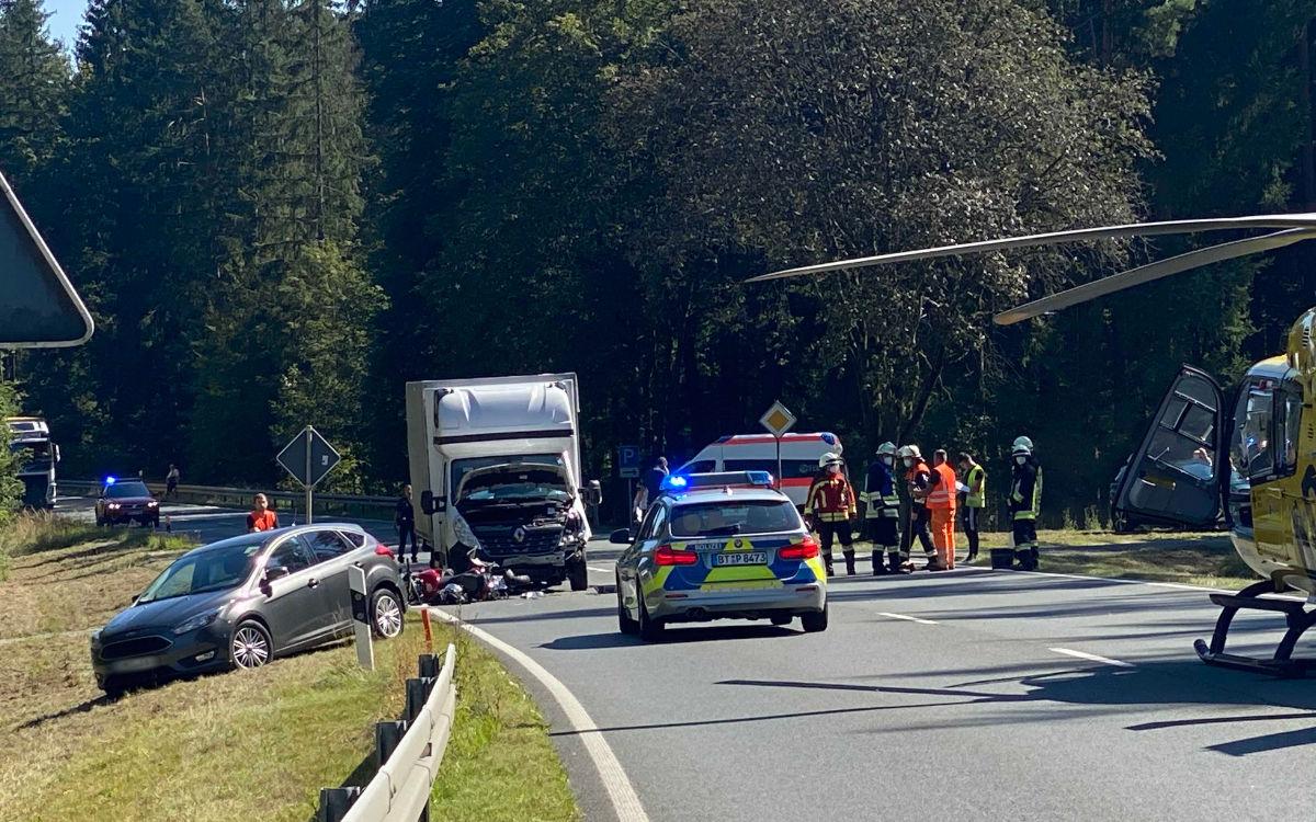 Zwischen Michelfeld und Horlach im Landkreis Bayreuth ist ein Unfall mit einem Biker passiert. Foto: NEWS5/Mandy Holzheimer
