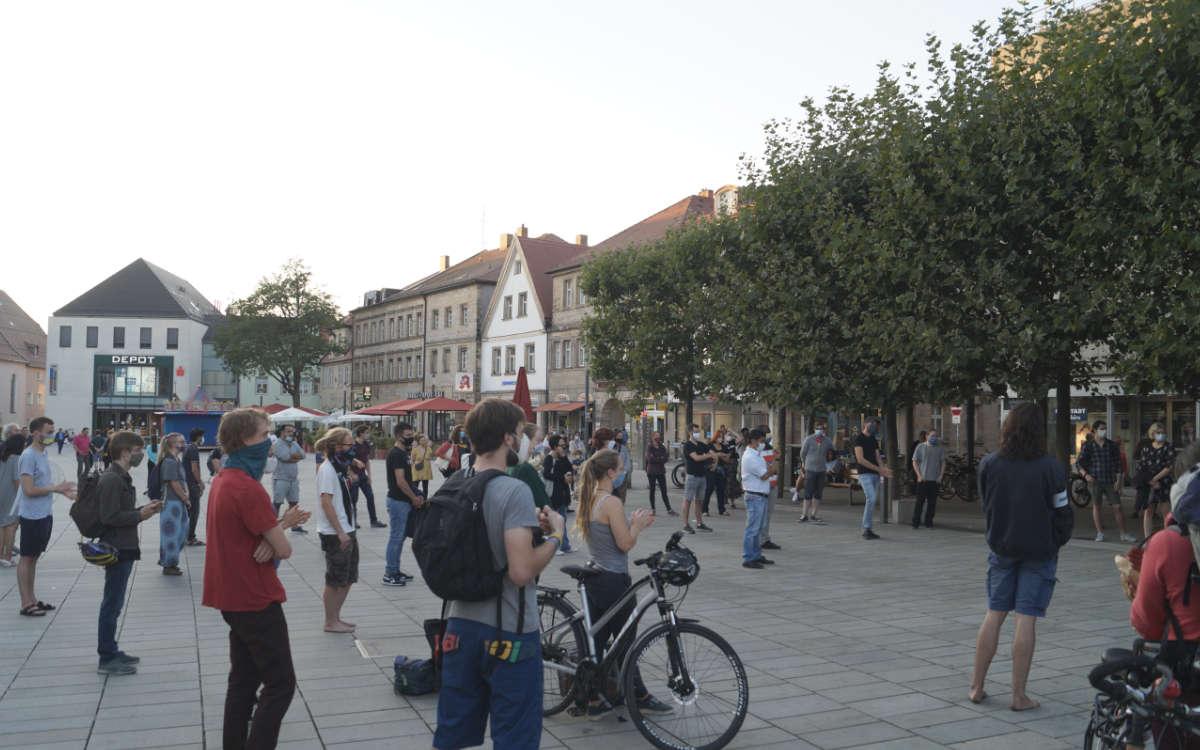Nach dem Brand in einem griechischen Flüchtlingslager haben am Mittwoch (9.9.2020) in Bayreuth Menschen demonstriert. Foto: Erik Ahlborn