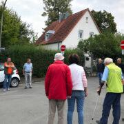 Mehrere Anwohner aus dem Bereich der Breslaustraße in Bayreuth trafen sich mit Politikern der Grünen zu einer Ortsbegehung. Grund dafür ist der Verkehrslärm durch die Hochbrücke und die B85. Foto: Katharina Adler