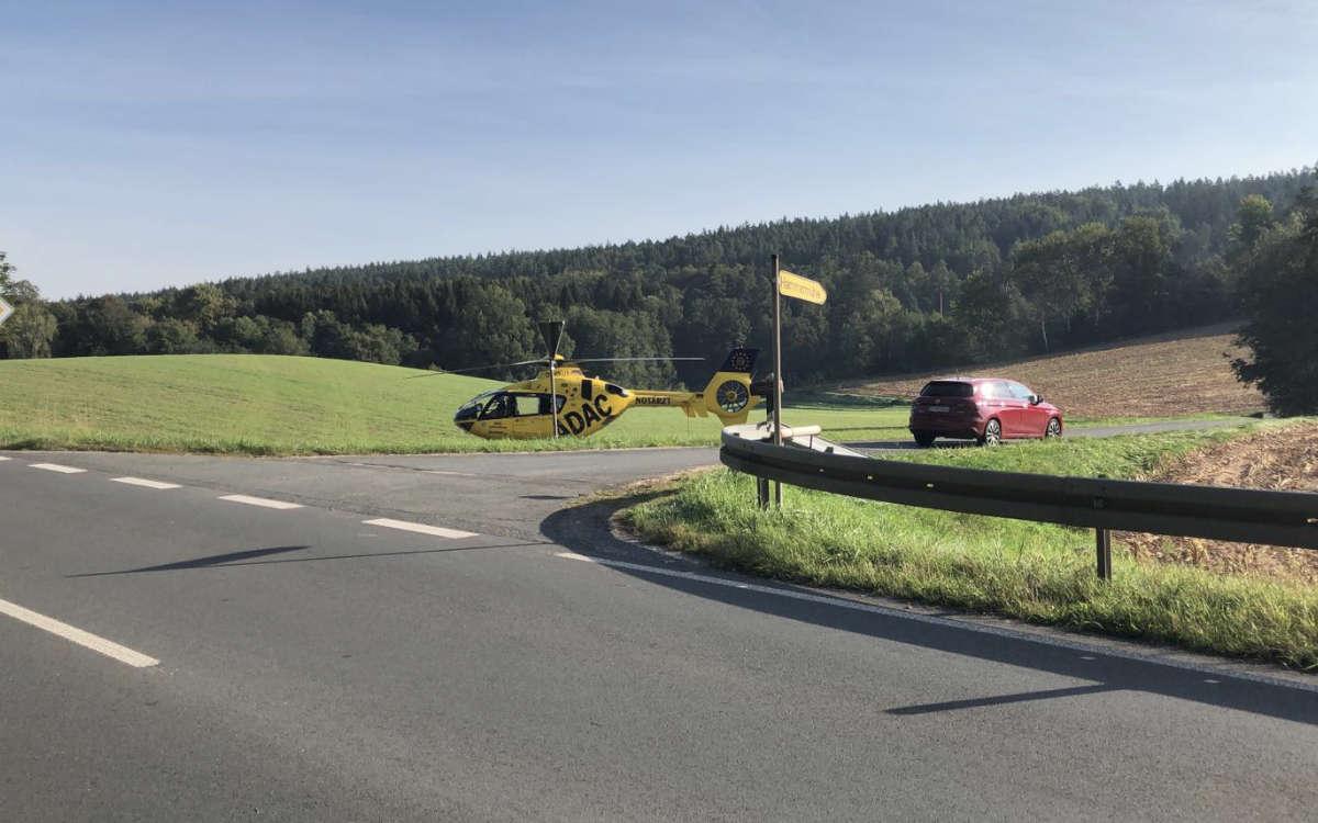 Unfall im Landkreis Bayreuth: In Creußen wurde bei einem Zusammenstoß zweier Autos eine Person im Auto eingeklemmt. Eine andere Person verlor das Bewusstsein. Foto: Raphael Weiß