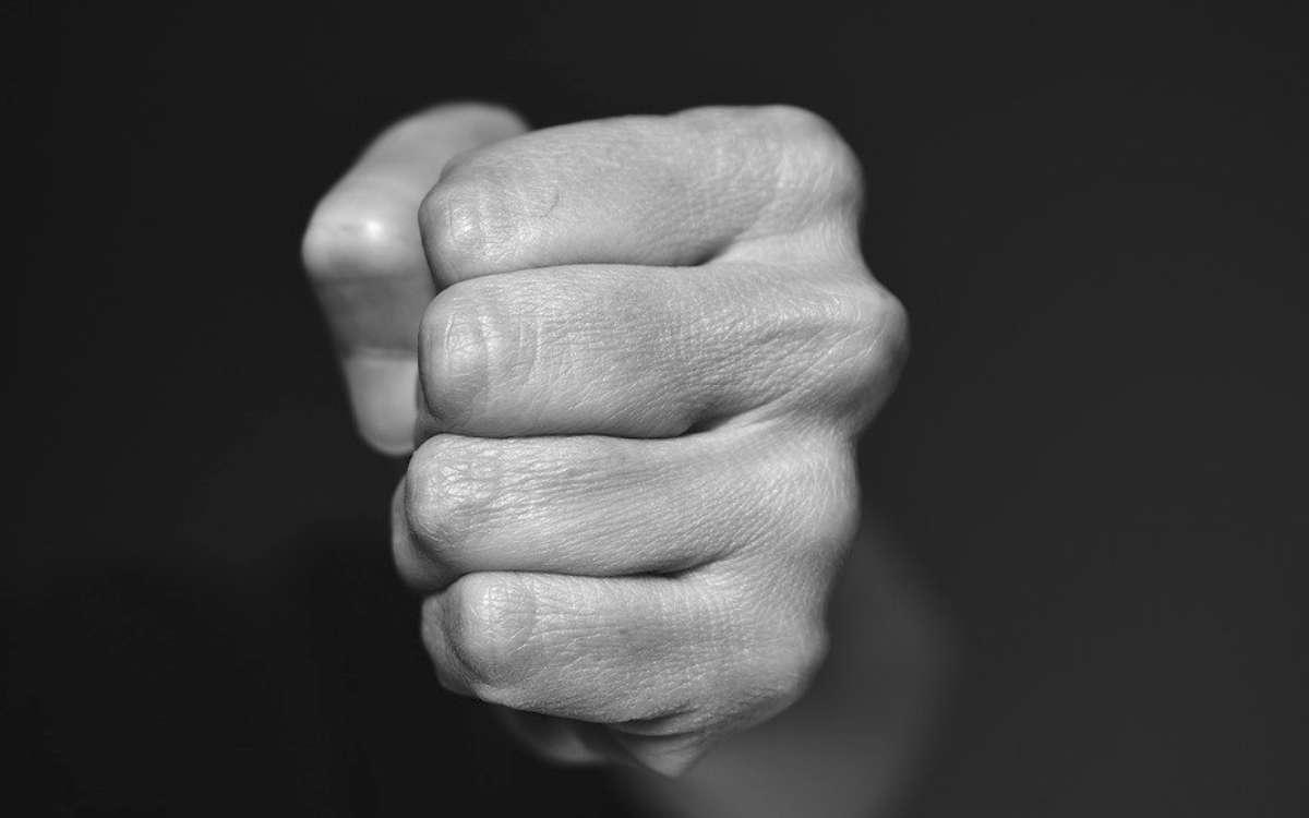 In Thurnau (Kreis Kulmbach) hat ein Mann seiner Freundin mehrfach gegen den Kopf geschlagen. Symbolbild: pixabay