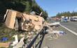 Unfall im Landkreis Bayreuth: Trümmerteile fliegen auf die Fahrbahn, ein Wohnmobil wurde von der Straße geschleudert. Foto: News5