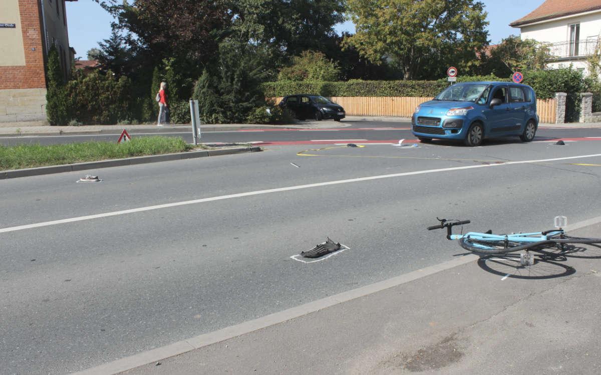 Am Montag (21.9.2020) hat ein Auto in Bayreuth einen Fahrradfahrer erfasst. Foto: News5/Holzheimer