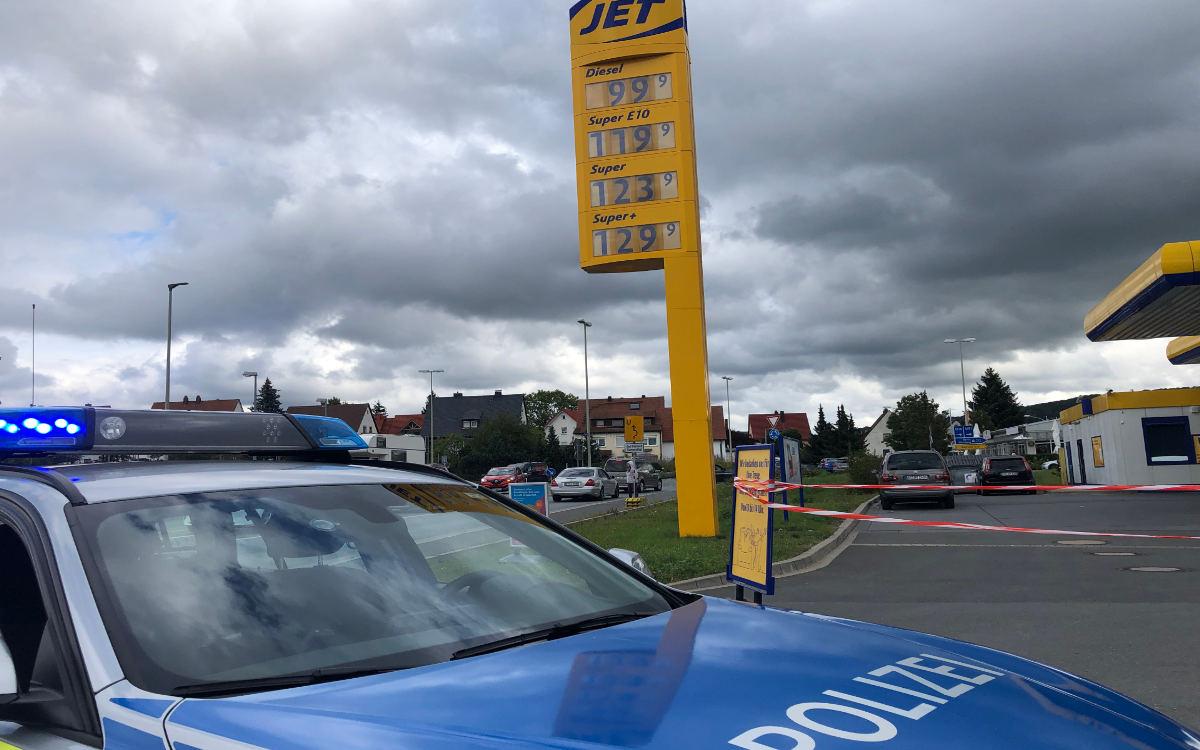 Polizei muss Tank-Aktion in Bindlach im Kreis Bayreuth abbrechen. Foto: Christoph Wiedemann