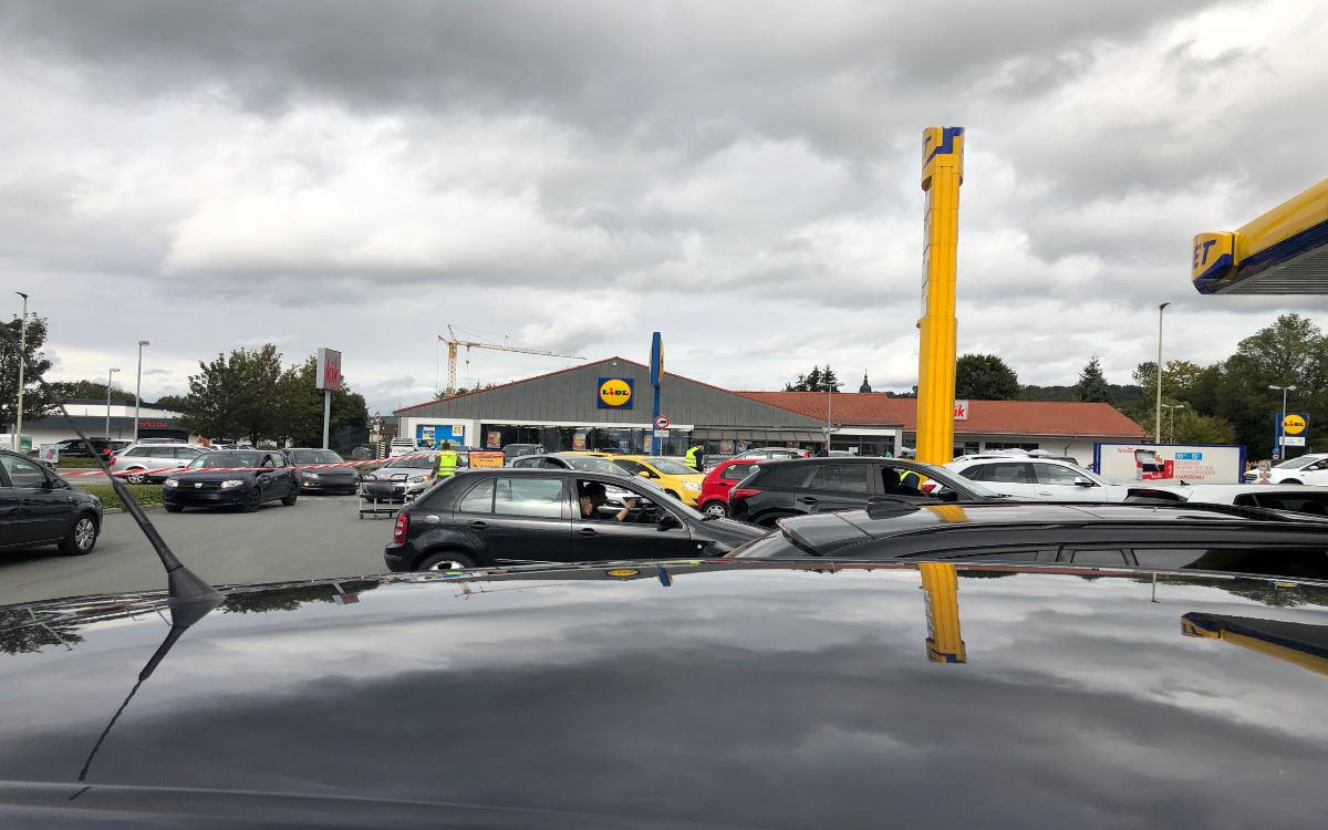 Verkehrschaos bei Gratis-Tank-Aktion in Bindlach. Foto: Christoph Wiedemann