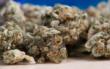 Ein 30-Jähriger rauchte in Hof eine Kräutermischung - und verlor anschließend das Bewusstsein. Symbolbild: Pixabay