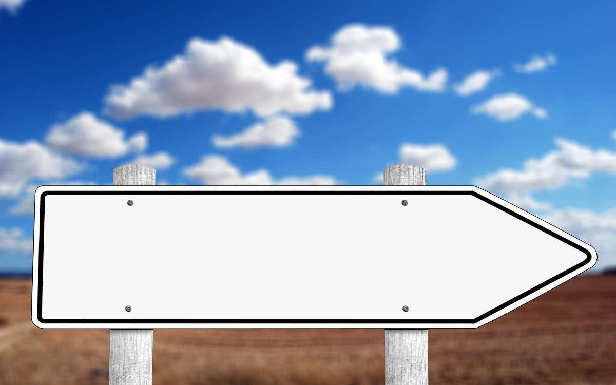 Am frühen Donnerstagmorgen (1.10.2020) hat ein Mann auf dem Parkplatz eines Lebensmittelmarktes ein Schild geklaut. Symbolbild: pixabay