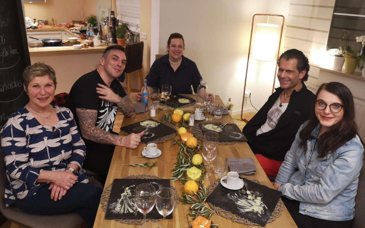 """Bayreuth-Woche von """"Das perfekte Dinner"""": Carolin Schäfer (Mitte) holt mit ihren Kochkünsten satte 40 Punkte und damit Bestwertung. Foto: privat"""