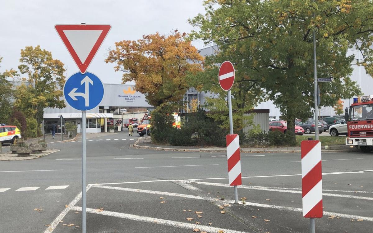 Großeinsatz von Polizei und Rettungskräften am Montag bei BAT in Bayreuth. Foto: Raphael Weiß