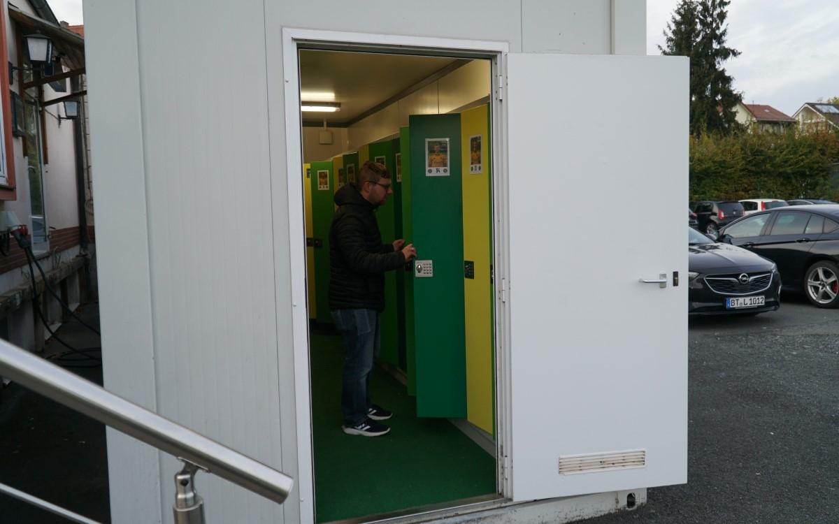 Dominik Höhl ist Zeugwart bei der Spielvereinigung Bayreuth. Das bt stellt ihn und seine Aufgabe vor. Foto: Raphael Weiß