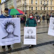 """Corona-Kundgebung von """"20plus1"""" auf dem La Spezia Platz in Bayreuth (28.10.2020). Auch im Dezember demonstriert die Initiative wieder in Bayreuth. Archiv: Raphael Weiß"""
