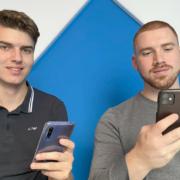 Raphael Teufel (19) und Milan Schuster (19) aus Bayreuth haben die Powerbank revolutioniert. Foto: Redaktion