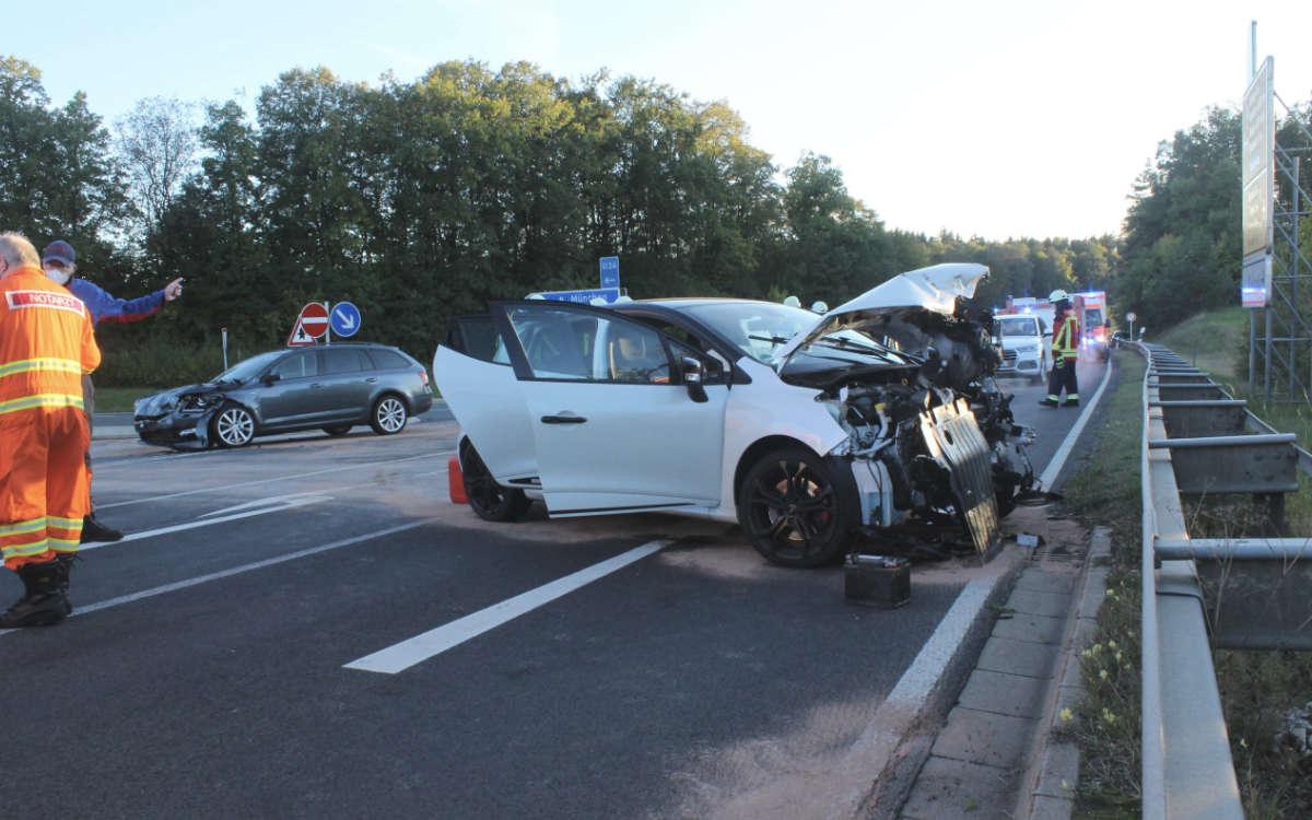 Verkehrsunfall im Landkreis Bayreuth an der Anschlussstelle Pegnitz. Vier Menschen wurden verletzt. Foto: News5/Holzheimer
