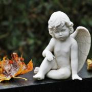 Der mutmaßliche Grabschender von Wunsiedel war in Wirklichkeit ein ganzes Komplott. Das berichtet die Polizei Wunsiedel am 8. September. Symbolfoto: pixabay