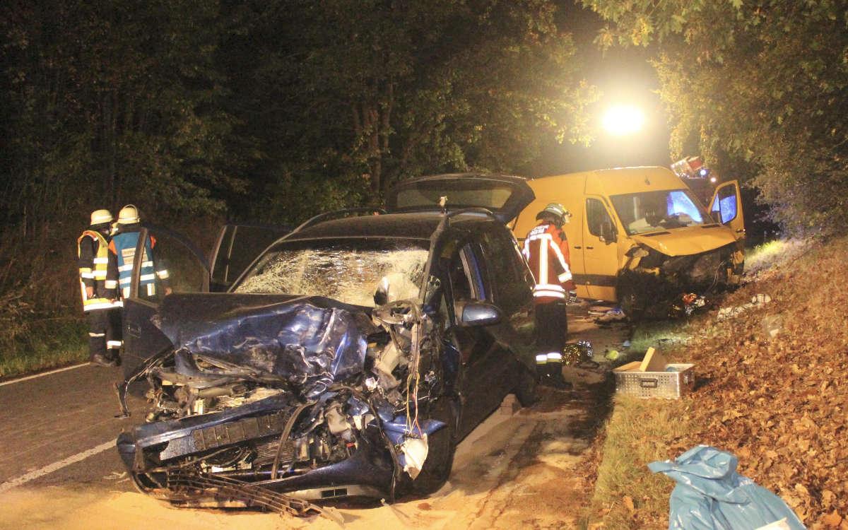 Schwerer Unfall bei Pegnitz im Landkreis Bayreuth. Es wurden drei Personen verletzt. Foto: News5/Holzheimer