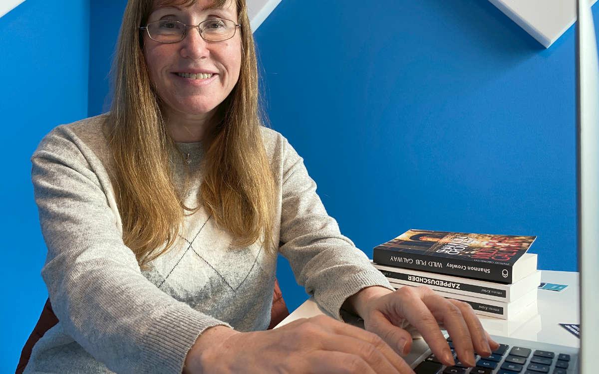 Jacqueline Lochmüller aus Bayreuth schreibt Krimis, Thriller und Romane. Foto: Redaktion
