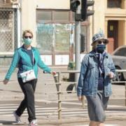 Menschen tragen wegen Corona Gesichtsmasken in der Öffentlichkeit. Symbolfoto: Pixabay