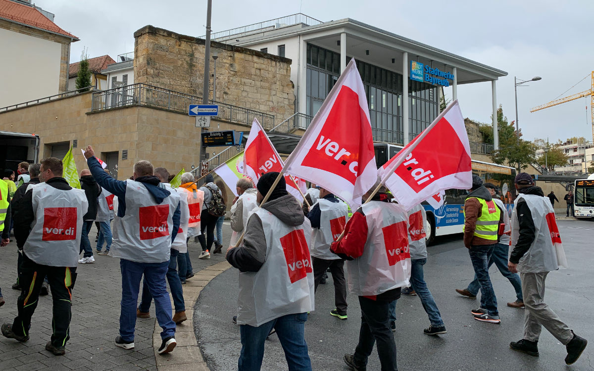 Großer Streik in Bayreuth: Über 250 Menschen haben sich in Bayreuth versammelt, um zu streiken. Foto: Katharina Adler